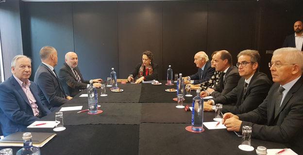 La CEO reclamó a la ministra de Trabajo políticas específicas que respondan a los retos de Ourense
